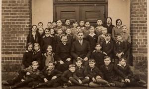 016_Kasa 6 wspolnie z klasa 7 przed szkola 1934